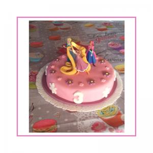 Torta con decorazione in pasta di zucchero, tema Frozen
