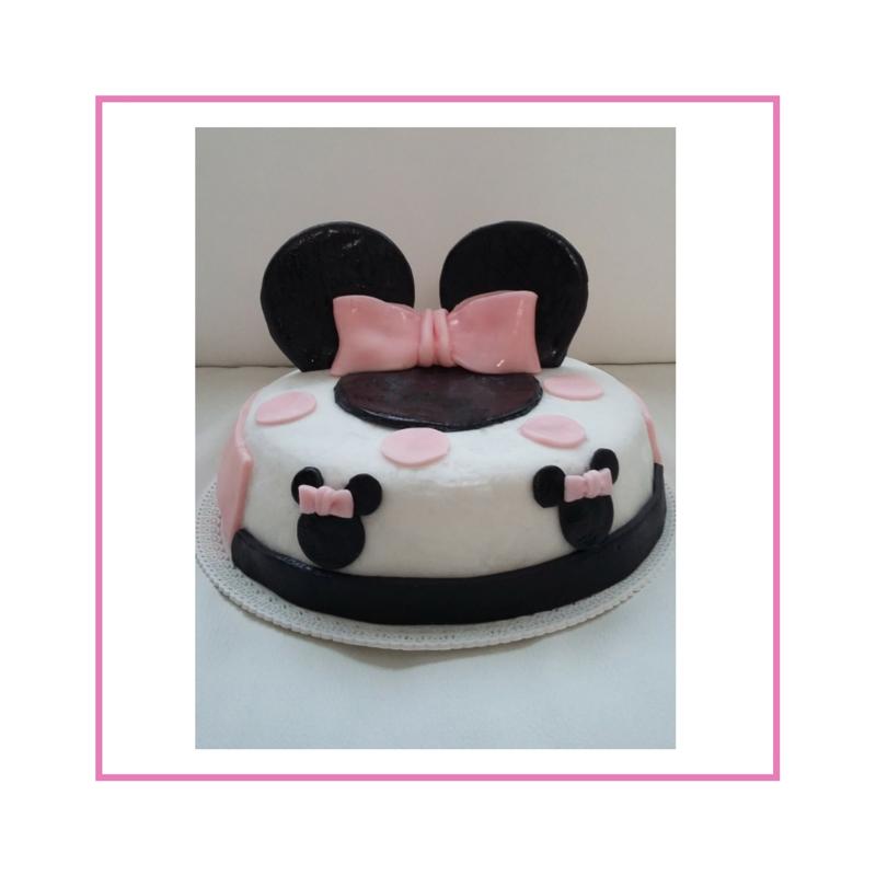 Torta con decorazione in pasta di zucchero, tema Minnie