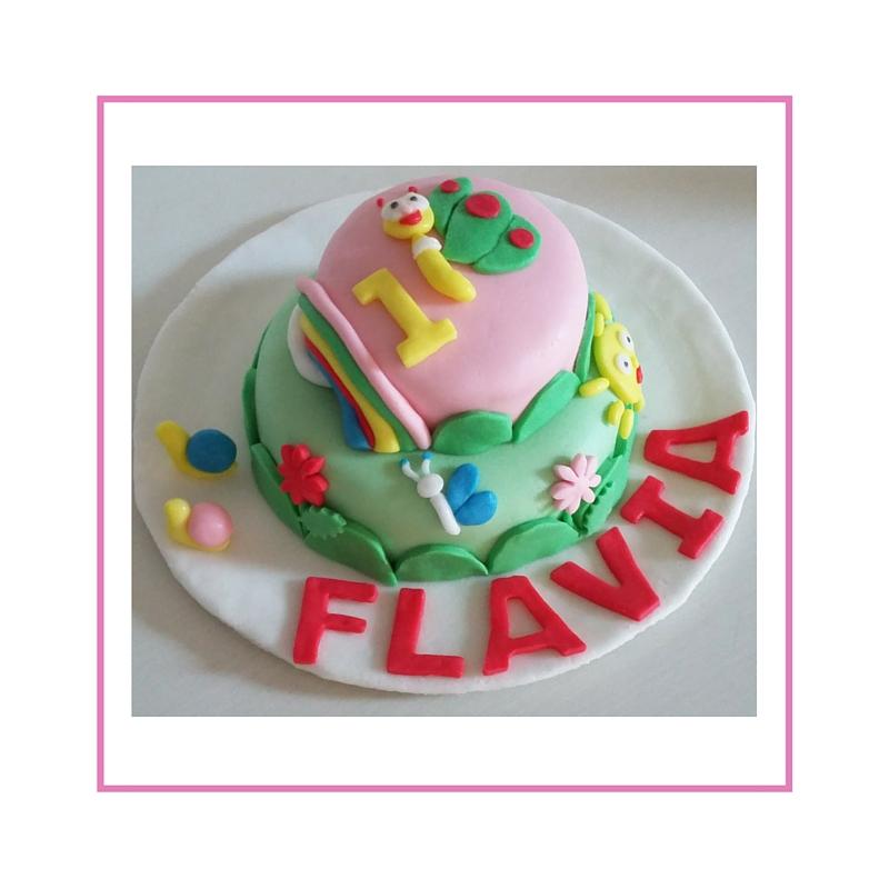 Torta senza glutine con decorazione in pasta di zucchero, personaggi baby Tv