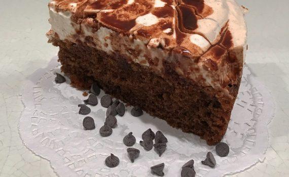 fetta torta cioccolato e panna