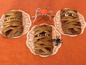 biscotti mummie di Halloween con ragnetti