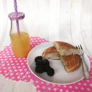 pancake proteico al cocco con spremuta d'arancia