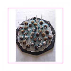 Cake pop con granella di nocciole, cocco, praline, confettini
